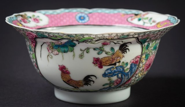 A Chinese porcelain famille rose bowl Sold for £2,500