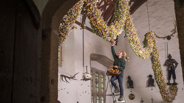 Christmas Garland at Cotehele