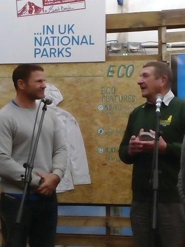 Derek receiving award from Steve Backshall