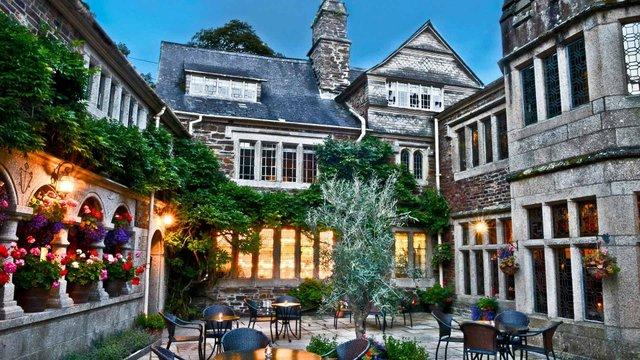 lewtrenchard-manor-courtyard-dusk-1920-1920x1080.jpg