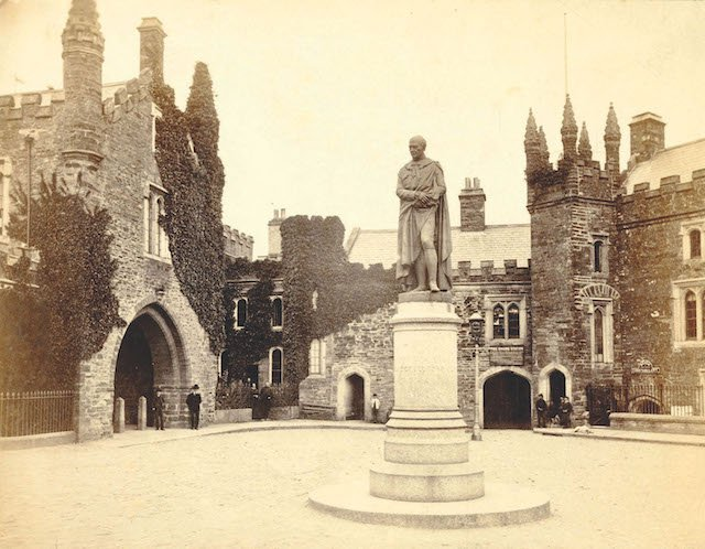 guildhallsquare1880s.jpg