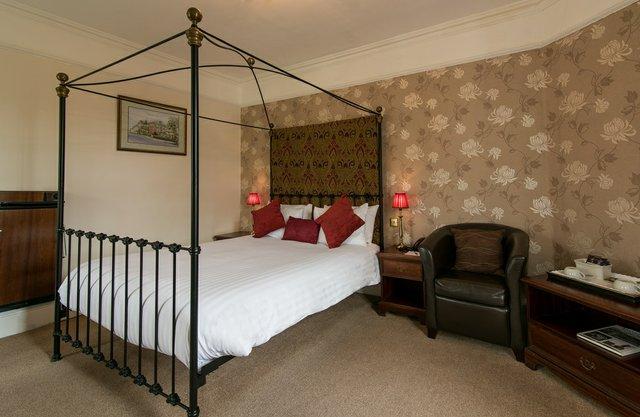 Bedford-Hotel-Tavistock-Four-Poster-Room.jpg