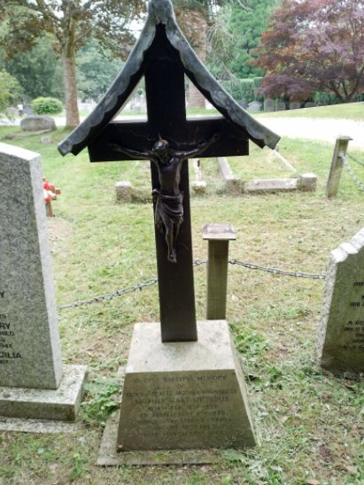 Cross and Memorial - Plymouth Road Cemetery